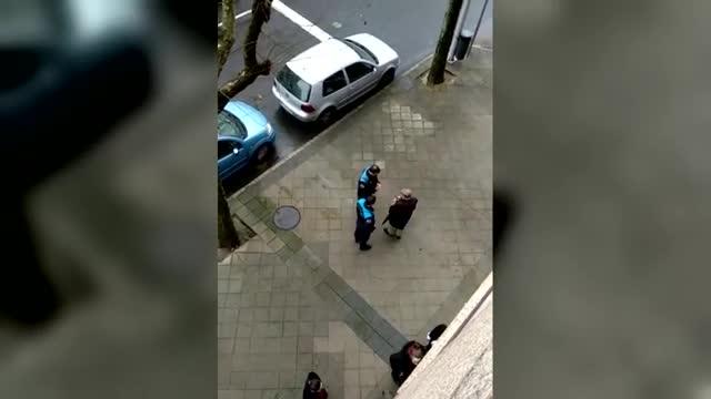 Tiene 79 años y según la policía ha estropeado más de 1.000coches.