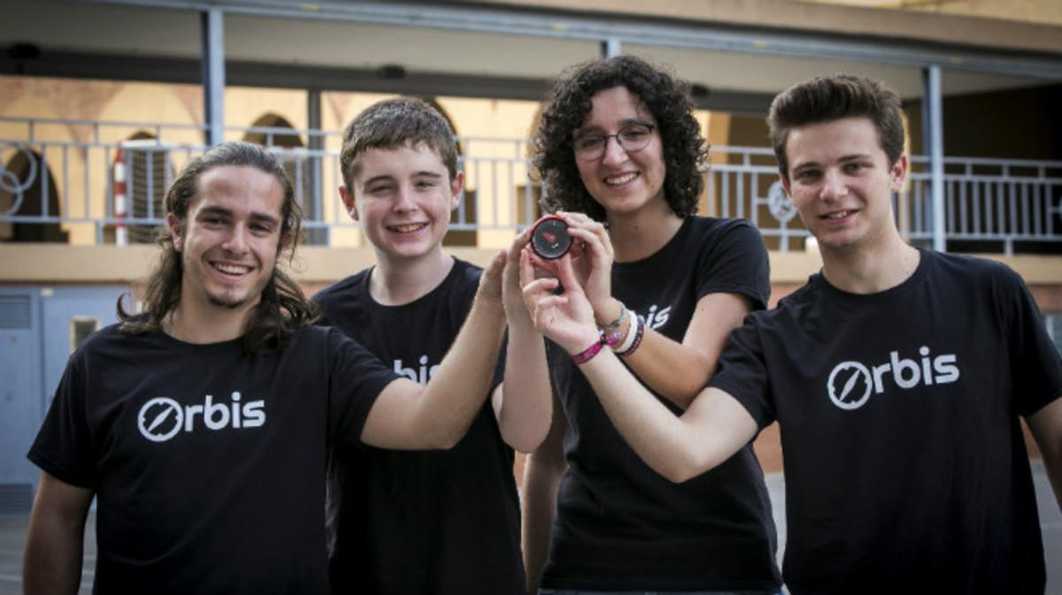 Unos jóvenes de Barcelona diseñan una brújula 2.0 para (re)descubrir la ciudad