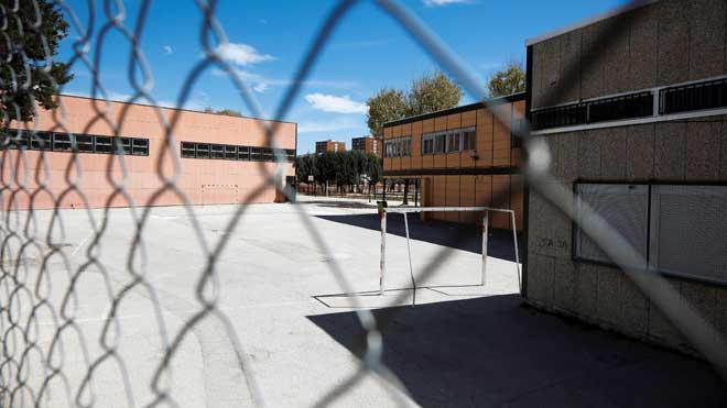 Investigan un posible caso de acoso escolar al menor que se suicidó en Madrid. En la foto, el instituto Ciudad Jaén de Madrid.