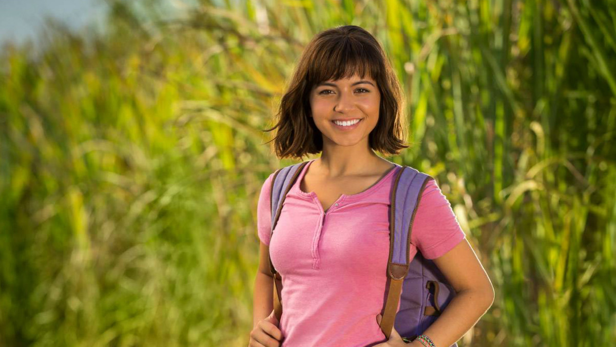 Isabela Moner caracterizada como Dora la Exploradora