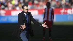 Jordi Puntí da instrucciones durante el partido contra el Getafe.