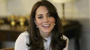 Kate Middleton, la duquesa de Cambridge, fue portada en toples de la revista Closer en el 2012.