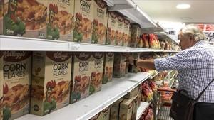 Lineal de un supermercado de Caracas conlos icónicos cereales de maíz Corn Flakes de la marca Kelloggs este martes 15 de mayo de 2018.