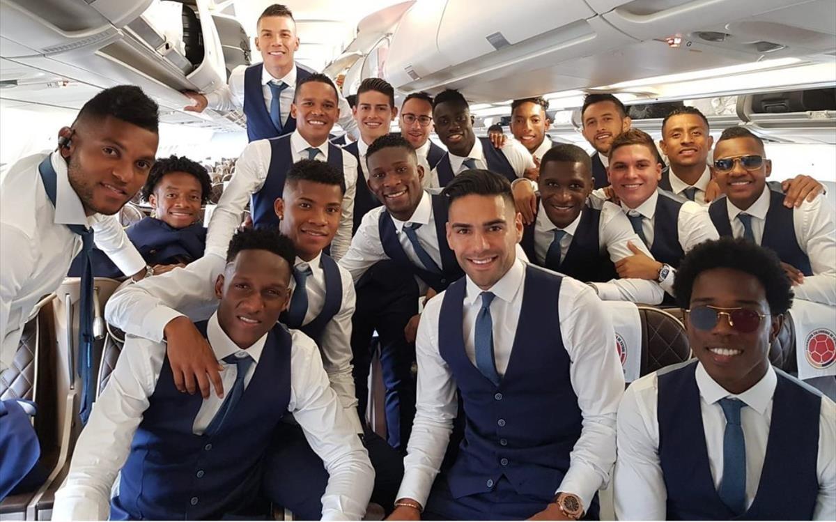 Los jugadores de Colombia, en el avión que les llevó a Rusia.