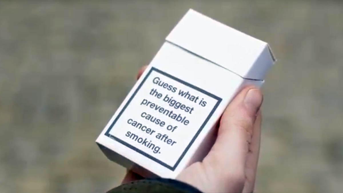Los compradores en Aylesbury reaccionan al descubrimiento de que la obesidad es la mayor causa prevenible de cáncer después de fumar.