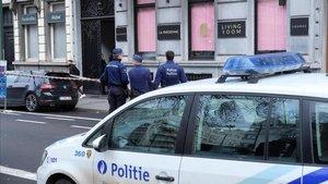 Un hombre ha disparado hoy contra las ventanas de un restaurante en Bruselas, con un Kalashnikov.