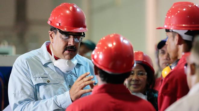 La oposición anuncia su intención de iniciar los trámites para echar a Maduro de la presidencia