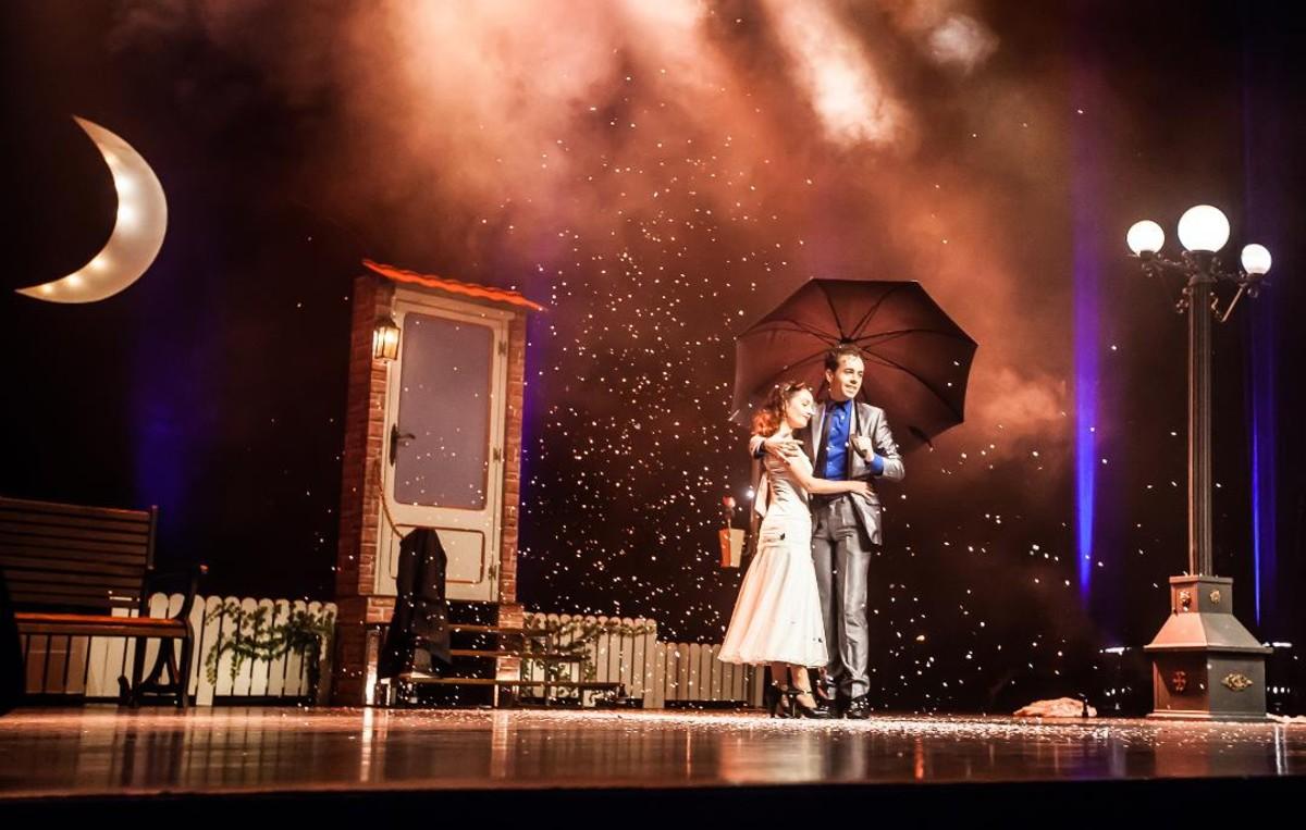 El mago Marín en uno de los momentos más románticosdel espectáculo.