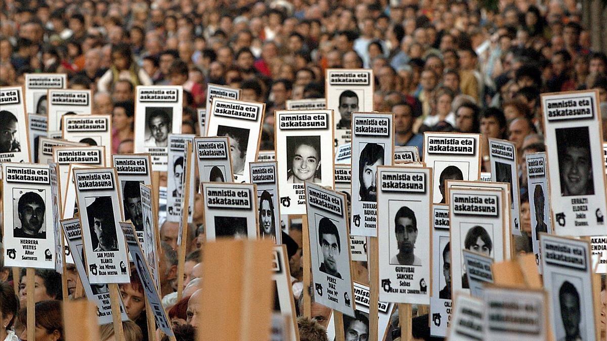 Manifestación a favor del acercamiento de presos, en el año 2006 en San Sebastián.