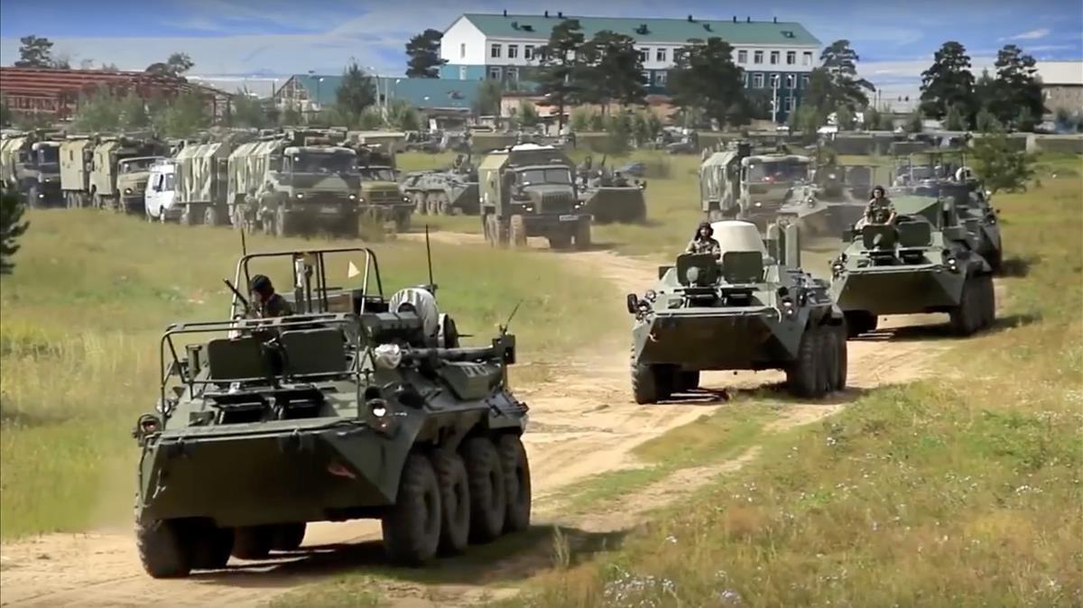 Carros de combate en las maniobras militares rusas,