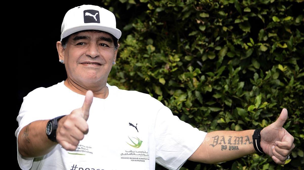 """Maradona: """" Hay mejores jugadores que los que elige Sampaoli"""""""