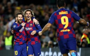 Messi, Suárez y Griezmann celebrando uno de los tantos del tridente