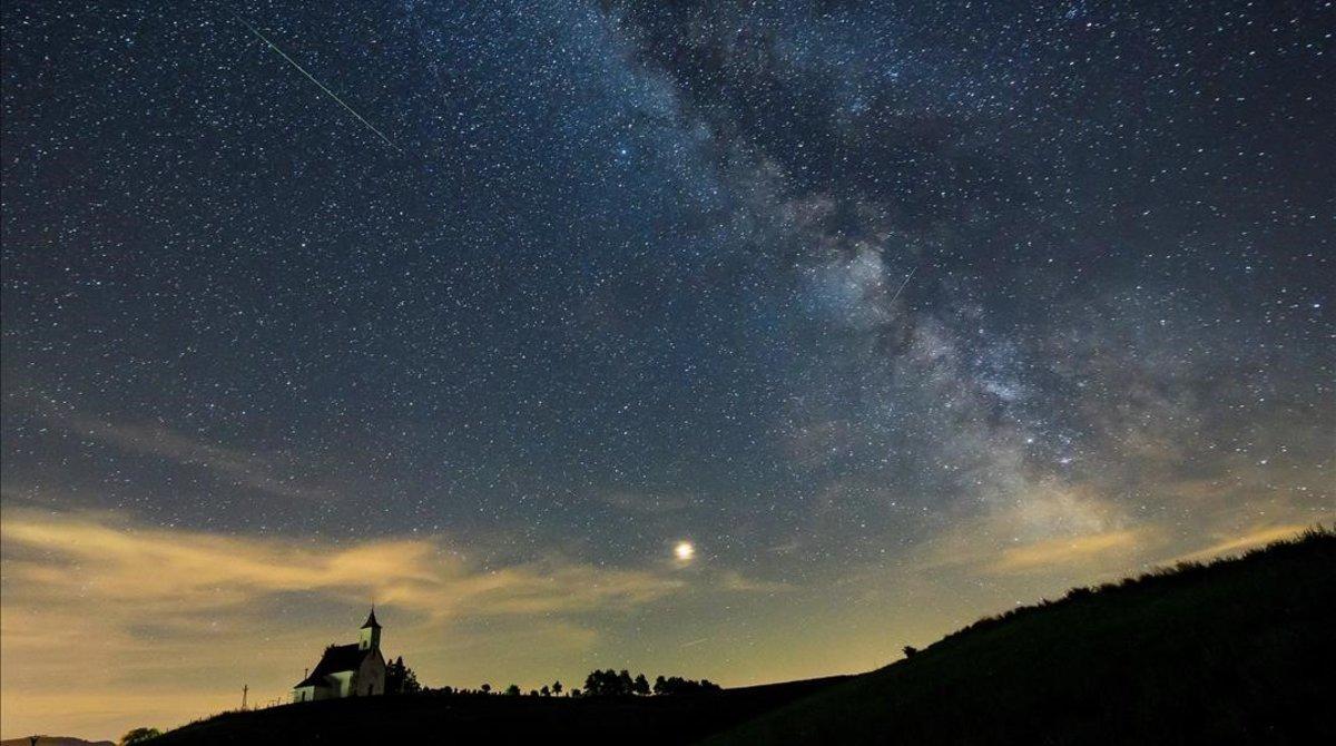 Un meteorito cruza el cielo de Hungría.