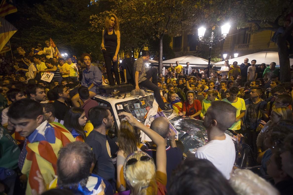 Manifestantes ante la sede de la Conselleria de Economía el pasado día 20.