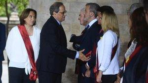 El momento del saludo institucional de Quim Torra, a quien Manuel Valls no estrecha la mano.