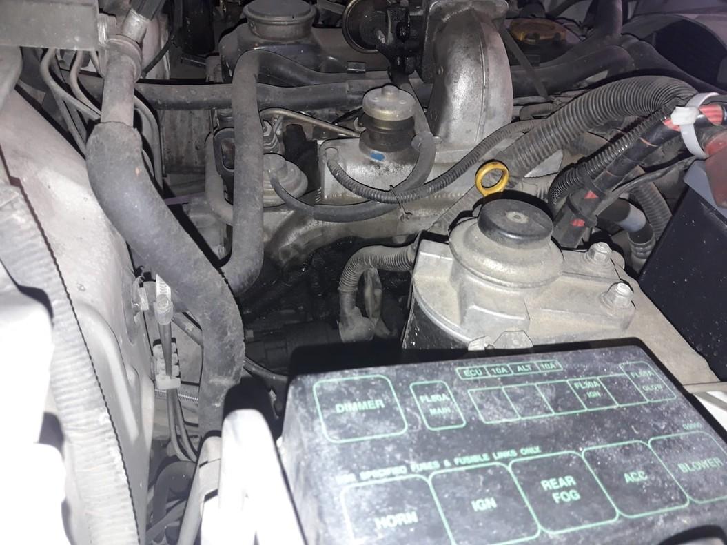 Motor de uno de los vehículos de refuerzo para la Guardia Civil en Algeciras.