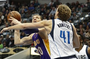 Nowitzki y los Mavs supararon a los Lakers y les condenaron a los más profundo del Oeste.
