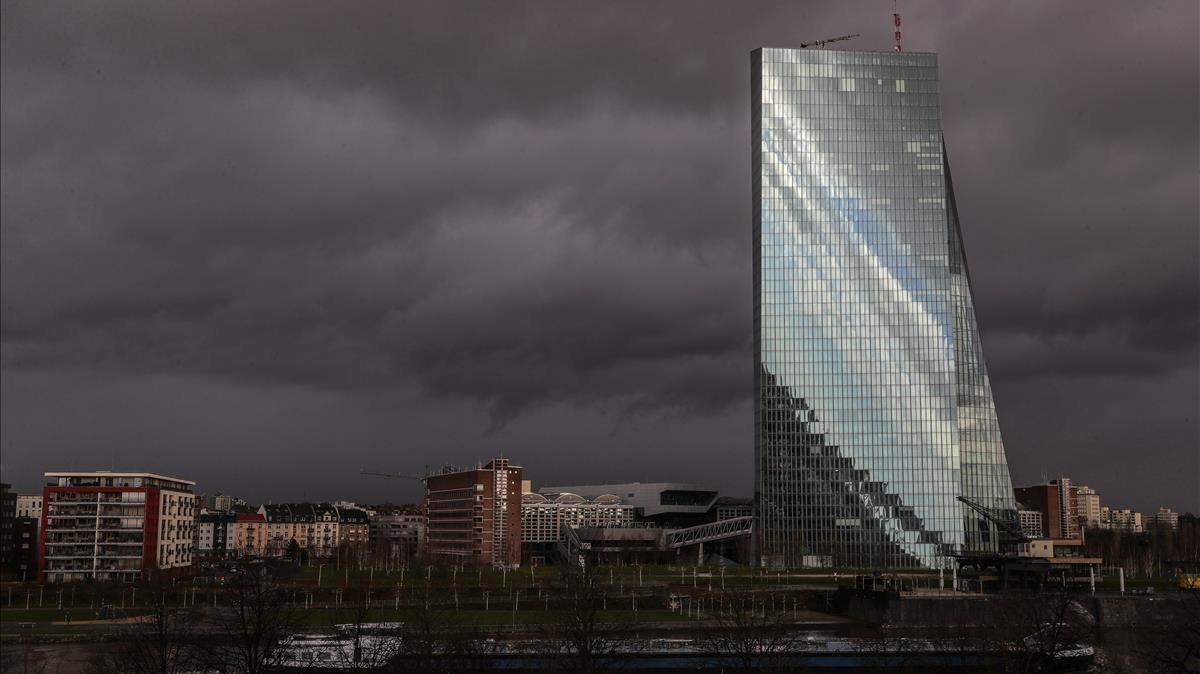El edificio del Banco Central Europeo (BCE), en un día tormentoso en Fráncfort.