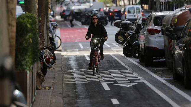 Nuevo carril bici en la calle Londres.