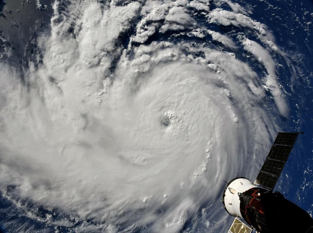 Fotografía tomada por el astonauta Ricky Arnold desde una estación espacial que muestra una vista del ojo del huracán Florence mientras prosigue su avance e hacia las costas estadounidenses.