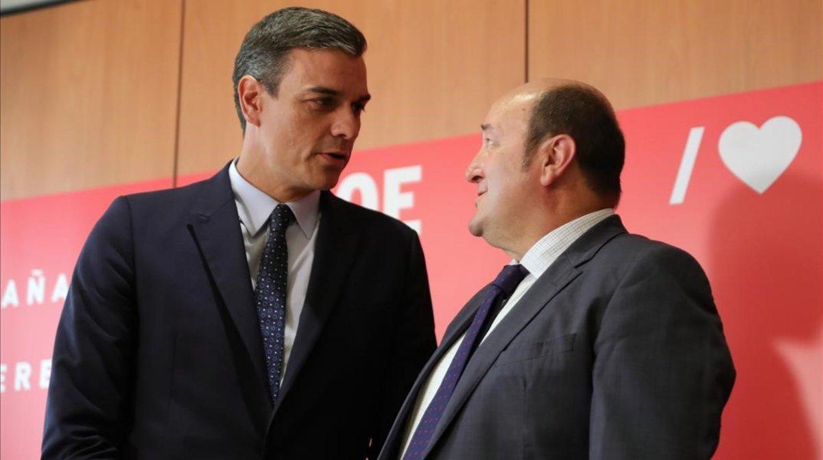 Pedro SánchezyAndoni Ortuzar en la sede del PSOE, en Madrid, el pasado 4 de septiembre.
