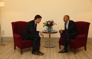 El presidente del gobierno, Pedro Sánchez, junto al expresidente Barack Obama en una reunión en Madrid