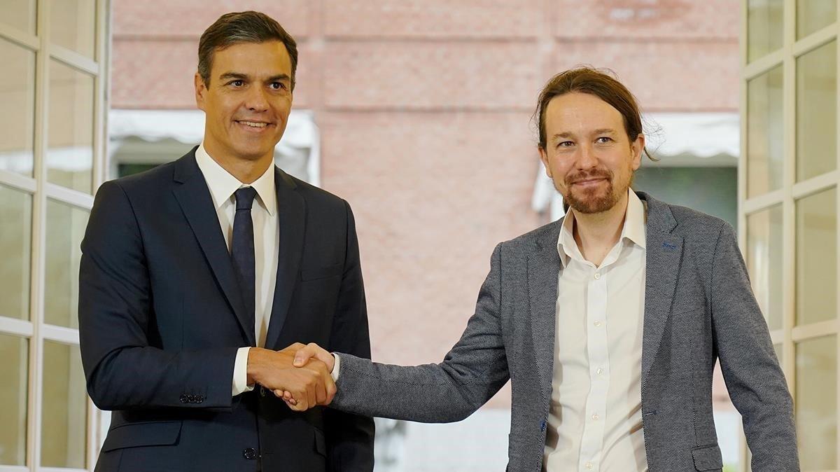 Pedro Sánchez y Pablo Iglesias tras formalizarel acuerdo sobre los Presupuestos del 2019, el pasado 11 de octubre.