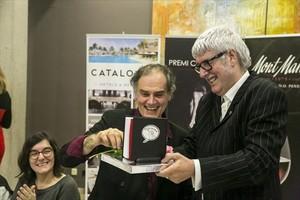 Pérez Andújar (izquierda)recibe el Premio Christa Leem.