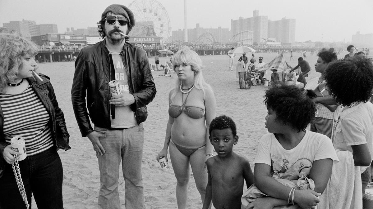 Lester Bangs, cueroy cerveza en la playa de Coney Island, en Nueva York, en ladécada de 1970.