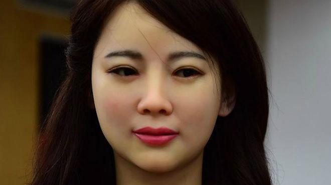 Jia Jia ha sigut presentada pels seus creadors xinesos com la deessa robot.