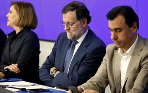 El presidente del PP, Mariano Rajoy, junto a Dolores de Cospedal y Fernando Maíllo en una reciente reunión del PP.