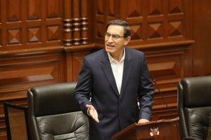 Vizcarra acudió al Parlamento donde negó haber cometido acto ilegal.