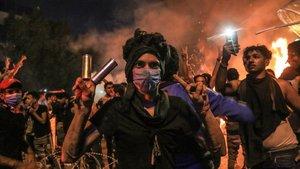 Gases lacrimógenos en las protestas antigubernamentales en el santuario chiíta de Karbala, al sur Bagdad.