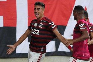 Reinier celebra un gol con la camiseta del Flamengo