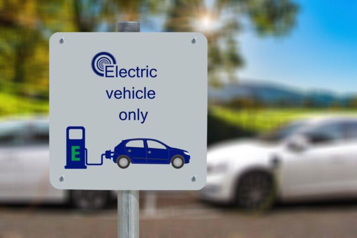 Reino Unido planea prohibir nuevos coches diésel y gasolina ¡antes de 10 años!