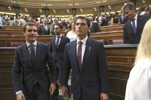 Pablo Casado y Albert Rivera en el Congreso.
