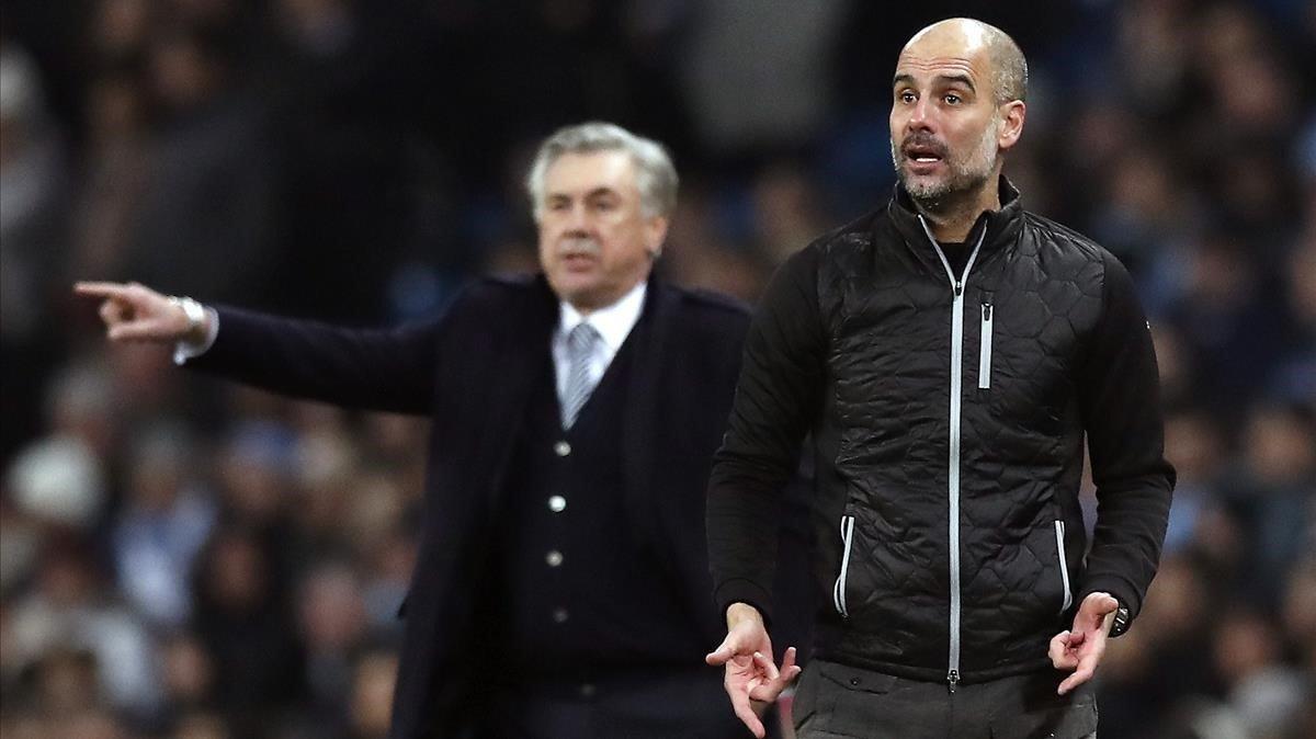 Guardiola, en primer término, con Ancelotti al fondo, en el partido de este miércoles entr el City y el Everton.