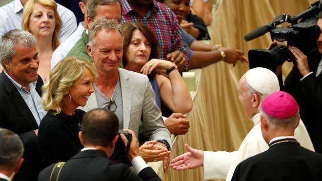Sting i la seva esposa saluden el papa Francesc