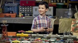 Ian Armitage es Sheldon Cooper de niño en El joven Sheldon.