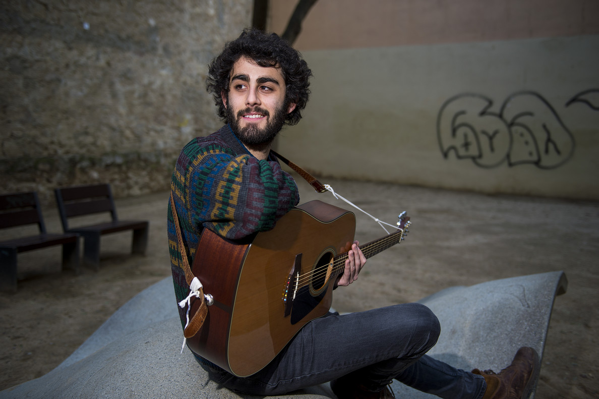 Gerard Vidal, alias The Bird Yellow, en un parque de Barcelona