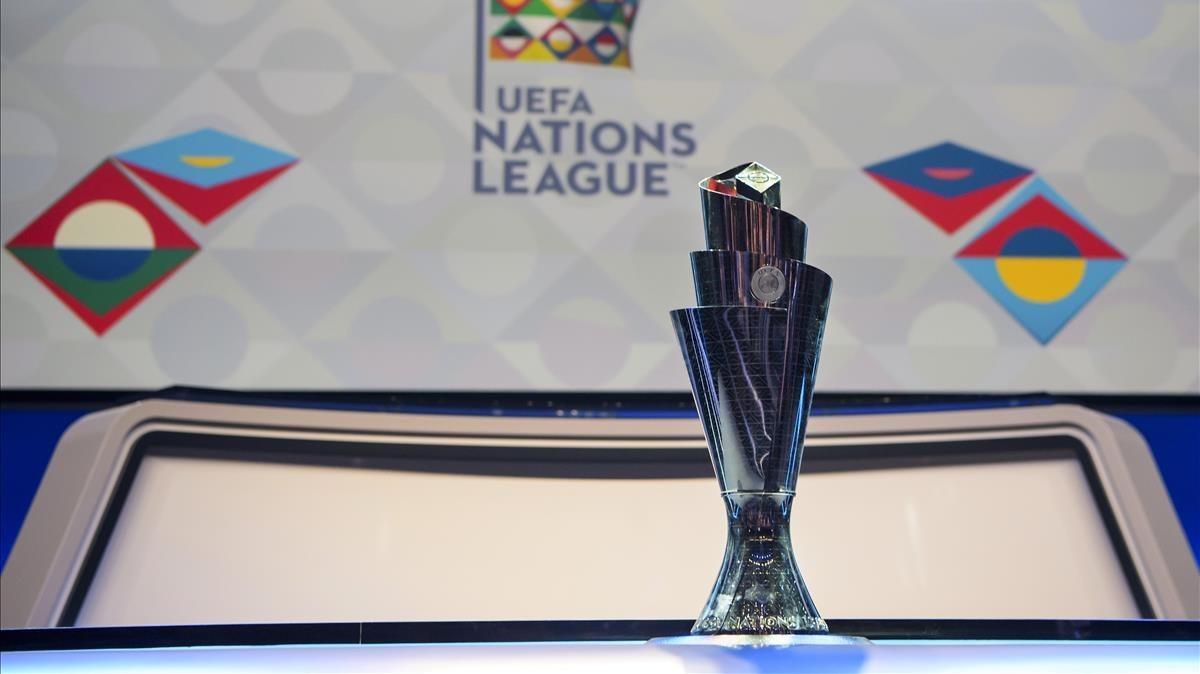El trofeo de la Liga de las Naciones de la UEFA.