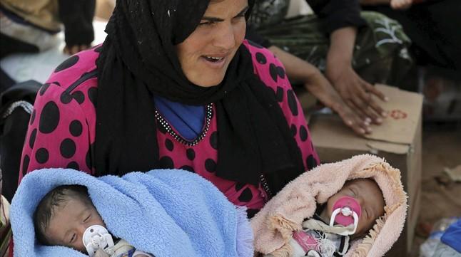 Una refugiada siria en la frontera turca de Akçacale.