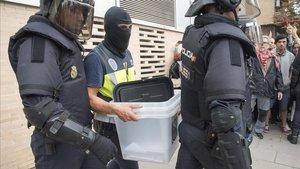 La policia va buscar urnes de metacrilat i cartró abans de l'1-O
