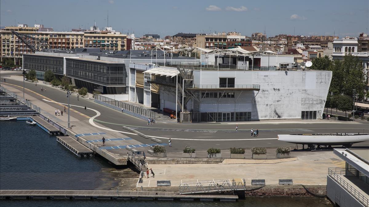 Vista de la antigua base del Alinghi en la Marina de València