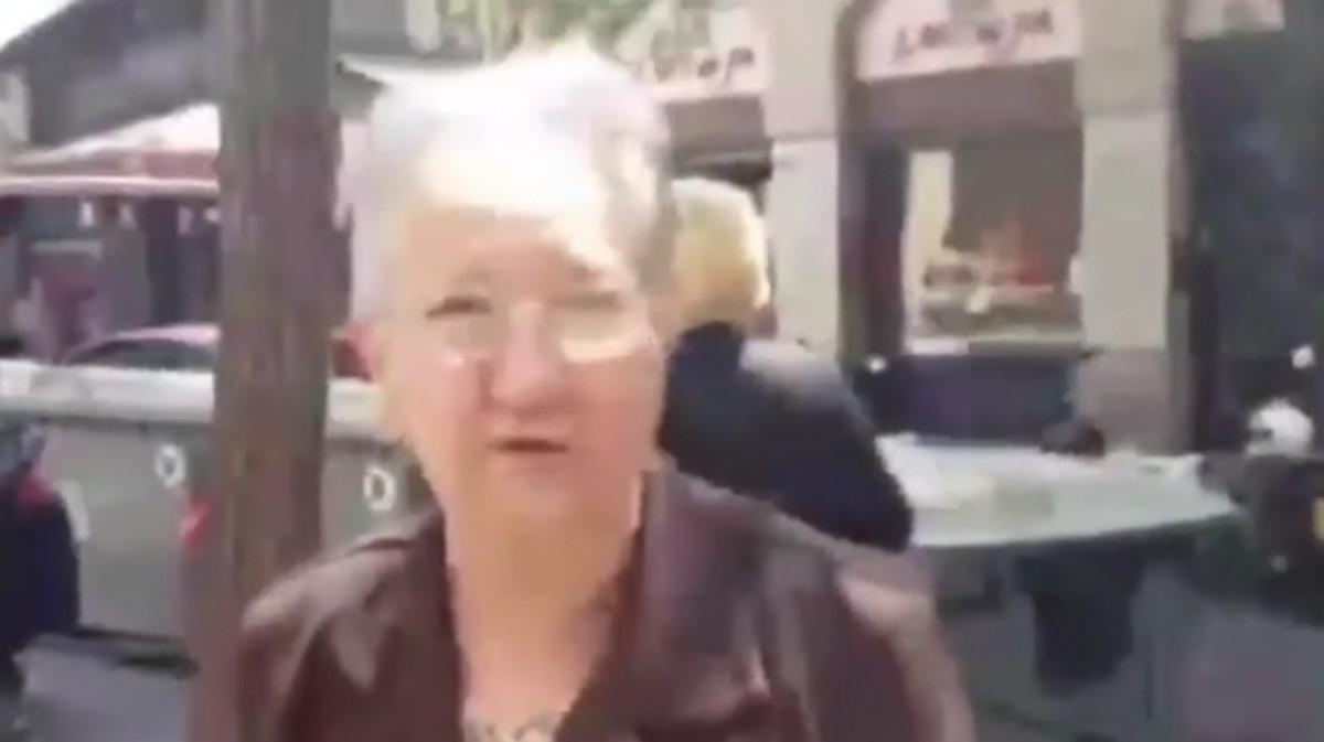 La vecina de Gràcia que habla sobre el desalojo del Banc Expropiat.
