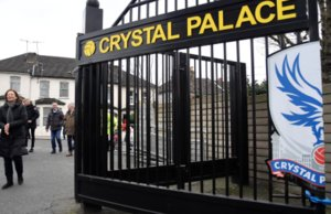 Vista de uno de los accesos al campo del Crystal Palace