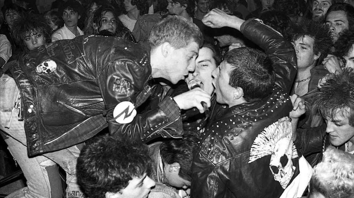 Imagen tomada por Xavier Mercadé de una actuación del grupo Piorreah en el Ateneu de Nou Barris, el 30 de mayo de 1985.