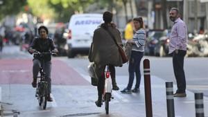 Carril bici de doble sentido en Barcelona.
