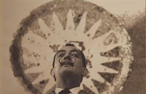 De quan Dalí es passejava per Barcelona