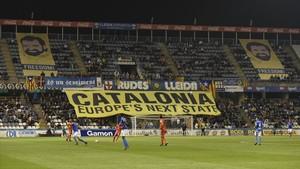 El Lleida exhibeix les pancartes per als Jordis que el Barça va prohibir